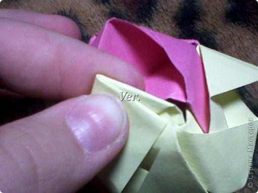 Доброго времени суток,жители Страны Мастеров!Я новичок в технике Оригами.И МК по Оригами делаю впервые.Так что прошу не судить строго,и если что то не понятно,спрашивайте!Я хочу показать вам и рассказать как делаются такие розочки.В чём их секрет?Сейчас узнаете! фото 53