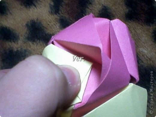 Доброго времени суток,жители Страны Мастеров!Я новичок в технике Оригами.И МК по Оригами делаю впервые.Так что прошу не судить строго,и если что то не понятно,спрашивайте!Я хочу показать вам и рассказать как делаются такие розочки.В чём их секрет?Сейчас узнаете! фото 54