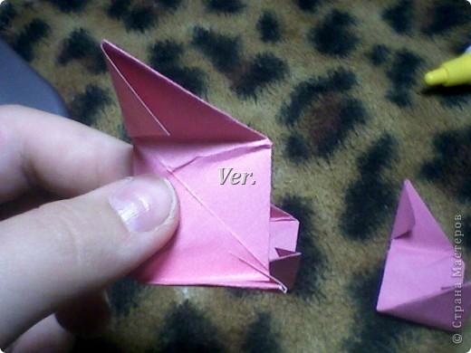 Доброго времени суток,жители Страны Мастеров!Я новичок в технике Оригами.И МК по Оригами делаю впервые.Так что прошу не судить строго,и если что то не понятно,спрашивайте!Я хочу показать вам и рассказать как делаются такие розочки.В чём их секрет?Сейчас узнаете! фото 36