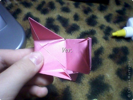 Доброго времени суток,жители Страны Мастеров!Я новичок в технике Оригами.И МК по Оригами делаю впервые.Так что прошу не судить строго,и если что то не понятно,спрашивайте!Я хочу показать вам и рассказать как делаются такие розочки.В чём их секрет?Сейчас узнаете! фото 38