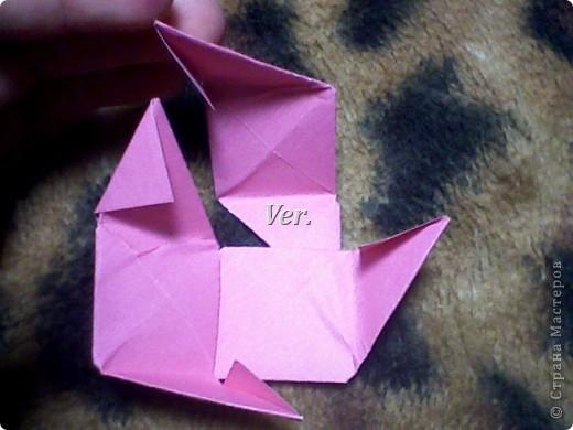 Доброго времени суток,жители Страны Мастеров!Я новичок в технике Оригами.И МК по Оригами делаю впервые.Так что прошу не судить строго,и если что то не понятно,спрашивайте!Я хочу показать вам и рассказать как делаются такие розочки.В чём их секрет?Сейчас узнаете! фото 39