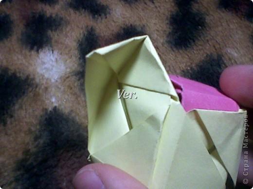 Доброго времени суток,жители Страны Мастеров!Я новичок в технике Оригами.И МК по Оригами делаю впервые.Так что прошу не судить строго,и если что то не понятно,спрашивайте!Я хочу показать вам и рассказать как делаются такие розочки.В чём их секрет?Сейчас узнаете! фото 45