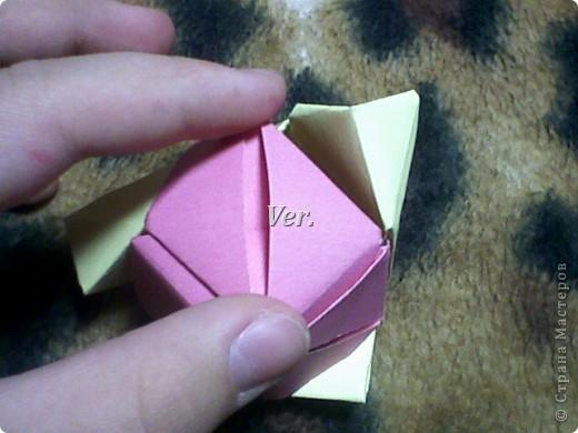 Доброго времени суток,жители Страны Мастеров!Я новичок в технике Оригами.И МК по Оригами делаю впервые.Так что прошу не судить строго,и если что то не понятно,спрашивайте!Я хочу показать вам и рассказать как делаются такие розочки.В чём их секрет?Сейчас узнаете! фото 47