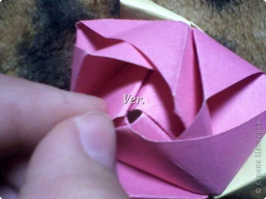 Доброго времени суток,жители Страны Мастеров!Я новичок в технике Оригами.И МК по Оригами делаю впервые.Так что прошу не судить строго,и если что то не понятно,спрашивайте!Я хочу показать вам и рассказать как делаются такие розочки.В чём их секрет?Сейчас узнаете! фото 50