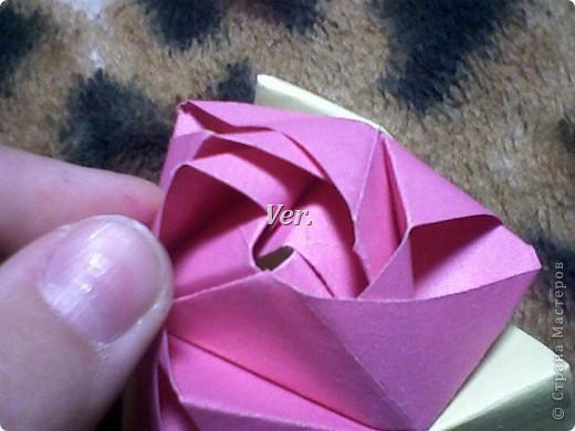 Доброго времени суток,жители Страны Мастеров!Я новичок в технике Оригами.И МК по Оригами делаю впервые.Так что прошу не судить строго,и если что то не понятно,спрашивайте!Я хочу показать вам и рассказать как делаются такие розочки.В чём их секрет?Сейчас узнаете! фото 51