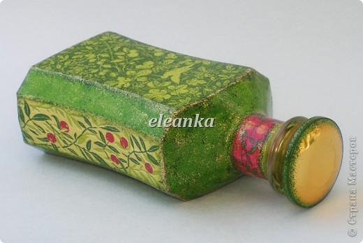 Бутылка от Шабо плюс хорошо известная салфетка. Декупаж, фон акриловыми красками, лак. фото 1