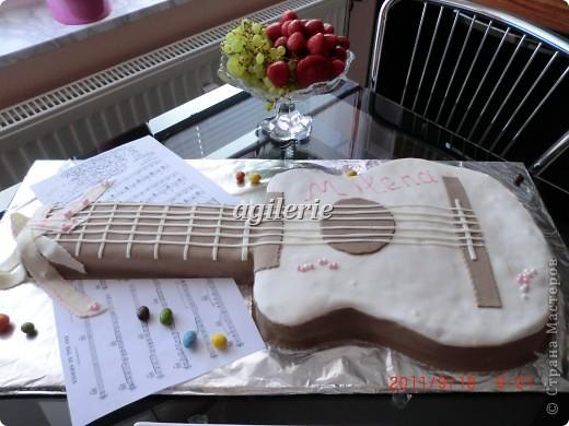 Гитара для моей гитаристки).  Пекла на день рожденье моей доченьке. фото 1