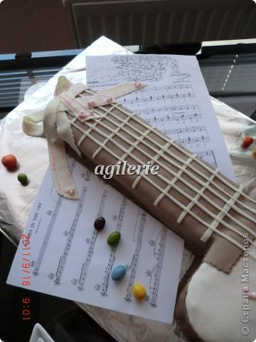 Гитара для моей гитаристки).  Пекла на день рожденье моей доченьке. фото 2