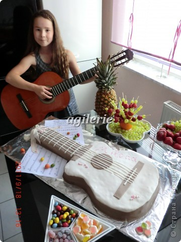 Гитара для моей гитаристки).  Пекла на день рожденье моей доченьке. фото 6