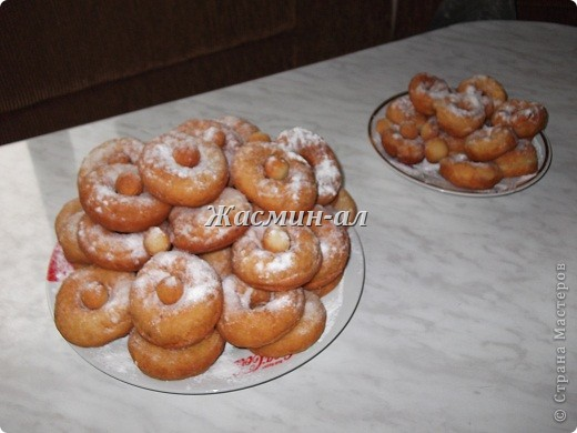А это мои пончики.Увидела их в Стране у tvvlasova1 и так захотелось съесть парочку.Испекла...Я делаю также,только тесто катаю в шарики.Вкусно!!! фото 1