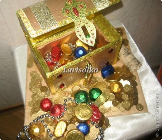 Попросили сделать сундук с сокровищами для любительницы искать клады, чтобы было красиво и функционально, так как она коллекционирует монеты, с целью дальнейшего использования в качестве их хранилища.  фото 3