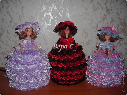 Три девицы  на столе... фото 1