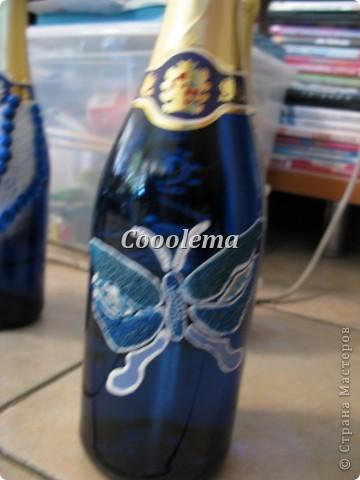 Всем привет! Вот и подходят к концу мои мытарства с бутылками. Осталось три, но их буду делаь вместе с бокалами, пока не определилась, чего же я хочу... А пока оцените то, что вышло. Прошу прощения за фото: нет сил выставлять фон и свет... фото 3