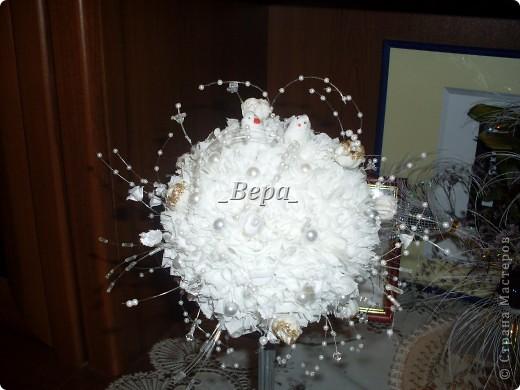 Крона дерева не круглая так как в тот вечер у нас мячики закончились,мы решили сделать крону из пластиковой банки)) фото 4