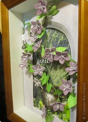 Эта работа появилась на свет благодаря МК по колокольчикам Ларисы Засадной, великолепному мастеру в квиллинге. Лариса Спасибо!!! Формат А4. Тут я воплотила свое видение въюна, может не совсем похоже, но цветочки делать одно удовольствие. фото 2