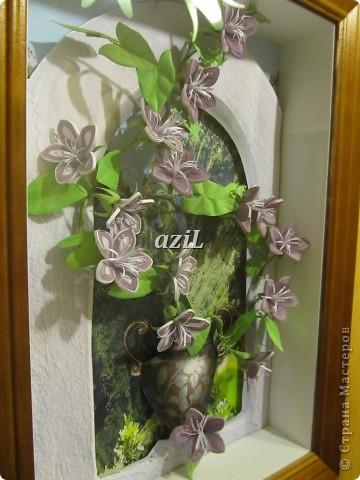 Эта работа появилась на свет благодаря МК по колокольчикам Ларисы Засадной, великолепному мастеру в квиллинге. Лариса Спасибо!!! Формат А4. Тут я воплотила свое видение въюна, может не совсем похоже, но цветочки делать одно удовольствие. фото 3