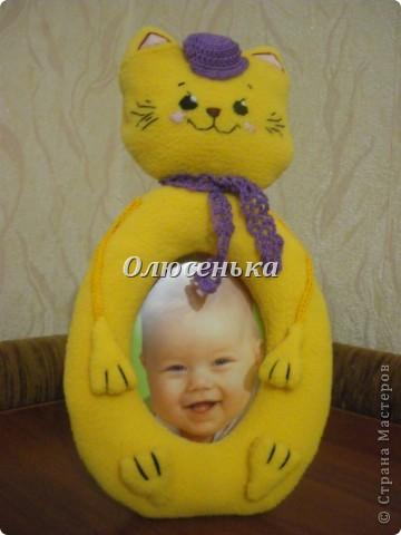 Вот и котёнок утеплился-осень же)))