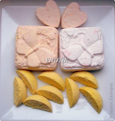 МК здесь: http://stranamasterov.ru/node/188945?tid=451%2C1631 Состав: сода пищевая, лимонная кислота, картофельный крахмал, морская соль Нежно розовая с ароматом Ванильное мороженное Бело-розовая с ароматом Ванильная карамель