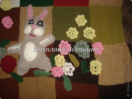 у меня в наличии было много старых свитеров и вот в итоге что из них получилось...коврик для моей доченьки.  фото 4