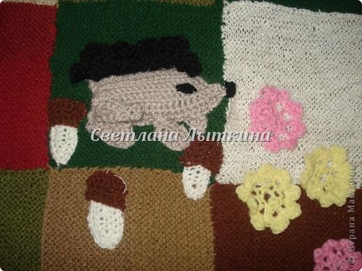 у меня в наличии было много старых свитеров и вот в итоге что из них получилось...коврик для моей доченьки.  фото 5