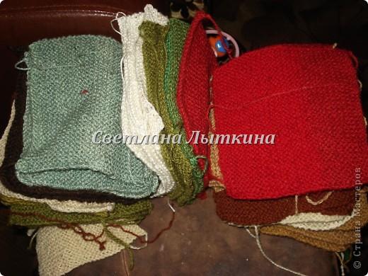 у меня в наличии было много старых свитеров и вот в итоге что из них получилось...коврик для моей доченьки.  фото 2
