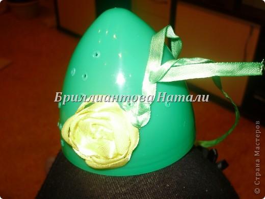 Это моя первая пробная работа.. уж очень мне понравилась эта техника вышивки лентами  на яйце.  Настоящее яйцо я не стала брать, дабы не портить себе настроение, если вдруг оно разобьется... Купила большое, пластмассовое.. с игрушкой внутри. Стоит  40 рублей. Вот , что у меня получилось.. немного расскажу и покажу...  Если что-то будет непонятно, спрашивайте...  фото 9