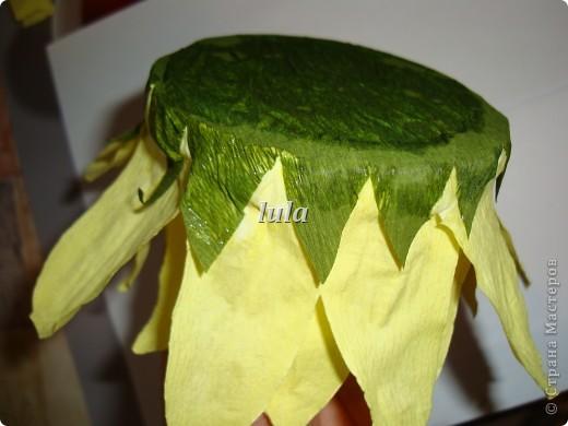 Когда делали с дочкой осенний букет в школу, появилась идея сделать вот такой подсолнух.Но в наш букет он не вписался.А идейка осталась.Вот и решила я ей поделиться.Вдруг кому пригодится. фото 14