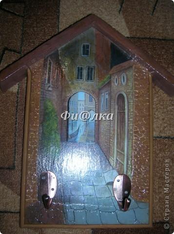 Всем доброго времени суток. Наконец  и у меня дома поселилась ключница.Из материалов использова:деревянную заготовку, распечатку, акриловые краски, двушаговый кракелюр, ПВА, шпатлевку. фото 1