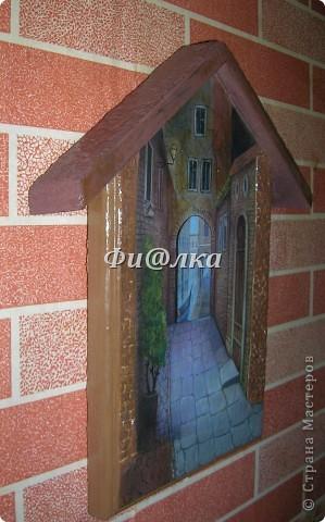 Всем доброго времени суток. Наконец  и у меня дома поселилась ключница.Из материалов использова:деревянную заготовку, распечатку, акриловые краски, двушаговый кракелюр, ПВА, шпатлевку. фото 3