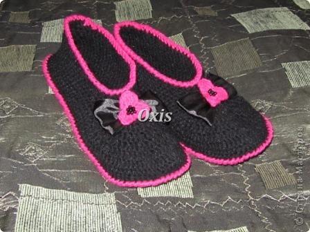 Вот такие тапочки для мамы связались. Вязала по описанию вот этих тапочек http://gingerlina.livejournal.com/104410.html  фото 5