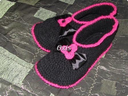 Вот такие тапочки для мамы связались. Вязала по описанию вот этих тапочек http://gingerlina.livejournal.com/104410.html  фото 1