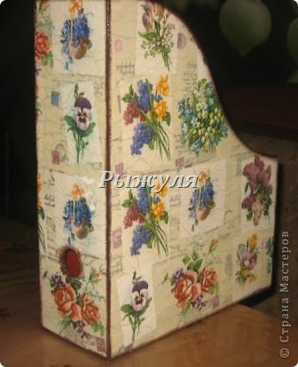 Девочки прикупила в Икее деревянные журнальницы и задекупажила их! Посмотрите, что получилось. фото 4