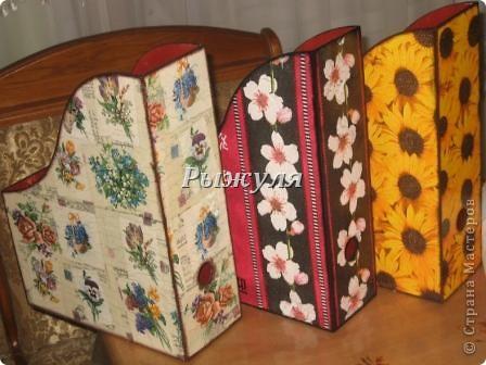 Девочки прикупила в Икее деревянные журнальницы и задекупажила их! Посмотрите, что получилось. фото 1