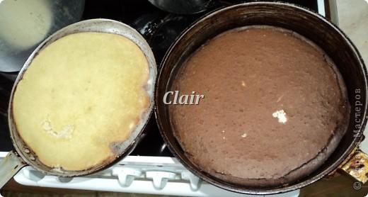 Ингредиенты:  мука - 2 ст. яйца - 3 шт. кефир (кислое молоко) - 2 ст. сгущенное какао - 1 банка шоколадное масло - 1 пачка сливочное масло - 50 г молоко - 1/2 ст. сахар - 1 ст. соль кукурузные шарики  фото 4
