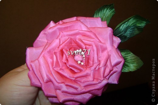 Декоративная роза из шелка. фото 1