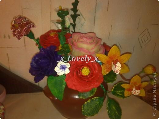 Это мой первый букетик из хф))Его я сделала к 2012 году. Там орхидея, гвоздика, 3 розы, несколько обычных цветочков, и 3 красных цветка.  фото 2