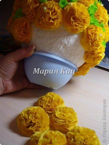 """Этот цветочный шарик произвел неизгладимое впечатление в саду моего сына. делали мы его на конкурс поделок из бумаги. заняли первое место. Теперь шарик-букет украшает группу.  со временем появились и другие букетики у меня  http://stranamasterov.ru/node/420147 http://stranamasterov.ru/node/301306 http://stranamasterov.ru/node/324112 Очень приятно что в Стране Мастеров, повилось великое множество Шариков-деревьев и букетов по моему МК. Спасибо Вам! это безумно приятно. Присоединяйтесь все! это отличный способ самим или с детками,""""из ничего"""" сделать такую красоту! фото 8"""