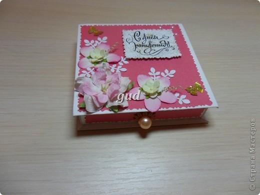 Моя подружка попросила сделать конвертики или коробочки для денежного подарка для своего крестника и его мамы. День рождения у них с разницей в 4 дня. Вот моя первая проба такая получилась. Как-то ориганальнее в коробочке деньгу подарить. фото 3