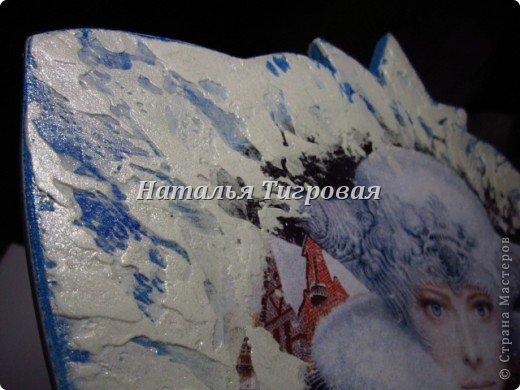 """Ну уж как получилась!!! Карету пыталась превратить в сани)))) Смешная форма,конечно вышла,но надеюсь,когда на нее навешаются всякие варежки-прихватки(это ж шить надо!!!-а я -то не шью!),полотенца-шарфики,да подарочные """"сапоги"""",то может и ничего,запоют в унисон?))) фото 6"""