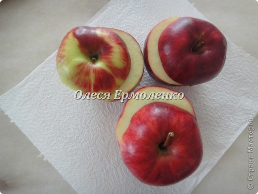 Всем привет! Сегодня с дочей готовили её любимые запечёные яблочки, украшали тыквенными семечками (приятное с полезным) и фото 2