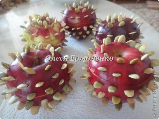 Всем привет! Сегодня с дочей готовили её любимые запечёные яблочки, украшали тыквенными семечками (приятное с полезным) и фото 4