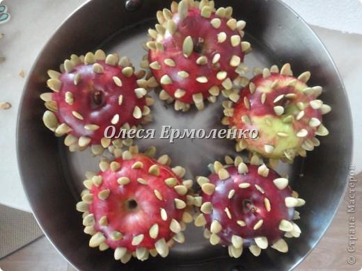 Всем привет! Сегодня с дочей готовили её любимые запечёные яблочки, украшали тыквенными семечками (приятное с полезным) и фото 5