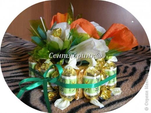 Первый конфетный   букетик  из розочек  фото 6