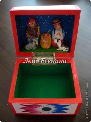 ШКАТУЛКИ, КАК ЖЕНЩИНЫ: В КАЖДОЙ - СЕКРЕТ! :) Вторая часть коллекции здесь: http://stranamasterov.ru/node/195752 Я уже много лет собираю шкатулки. Могу сказать, что с детства, так как в моей коллекции есть шкатулки, которые я купила, когда мне было 10 лет... Конечно, всю коллекцию я поставить на сайт не смогу. Жители Страны, я уверена, те люди, которые оценят эту красоту! Моя философия коллекционера: различные техники и материалы. Особенно дороги мне шкатулочки ручной работы. На фото - авторские работы (береста и твердая древесина) Андрея Лялина. фото 75