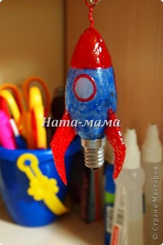 Сыну в школе дали задание сделать елочную игрушку. Идею снеговика дала какая-то телепередача, увиденная мною когда-то.   фото 4