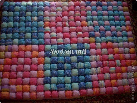 Сшила для внучки одеялко в технике ,,Пуфики,, Размер 132см Х 95 см http://quiltstudio.ru/?p=438#more-438 там всё пошагово описывается.Успеха!   фото 1
