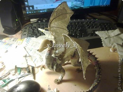 Итак, поздравляю всех с наступающим Новым Годом.Эмм, это мой очередной дракон, ну этот сделан к Новому году)).Остальных моих дракончиков можно посмотреть в моих работах.Ну и мой МК.При создании использовала эту инфу:http://www.vsehobby.ru/drakony_iz_bumagi.html Ну и конечно же половину изменила))). фото 12
