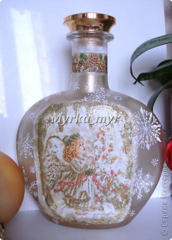 """А эта бутылочка не успела показаться вам до Нового Года!  Когда снежинки высохли, заполнила бутылку вкусными """"Скиталс"""" и """"M&M"""". Смотрелось как огоньки на новогодней елочке. фото 2"""