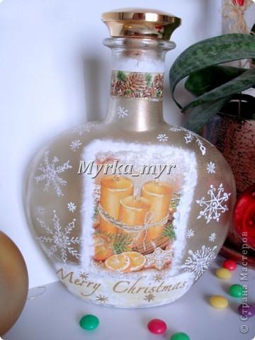 """А эта бутылочка не успела показаться вам до Нового Года!  Когда снежинки высохли, заполнила бутылку вкусными """"Скиталс"""" и """"M&M"""". Смотрелось как огоньки на новогодней елочке."""