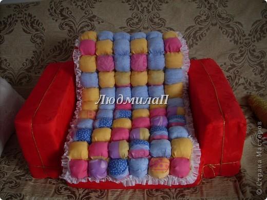 Как-то увидела образцы оформления детской-и там были кресла маленькие...Решила - обязательно сошью своей внучке кресло и нарядное и удобное..Ура!!!Сшила!!! фото 1